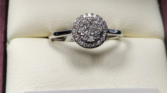 Enter to win a gorgeous 18ct Diamond White gold ring